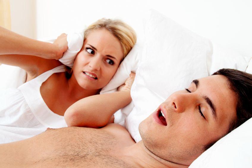snurken-mens-houdt-zijn-vrouw-up-at-night